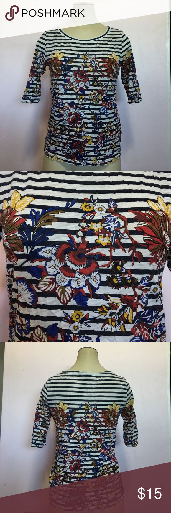 Patterned J. Crew Top good condition, worn a few times. a little wrinkly from being in storage, has a couple loose threads. (ML) J. Crew Tops