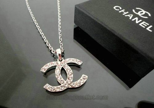 chanel logo necklace