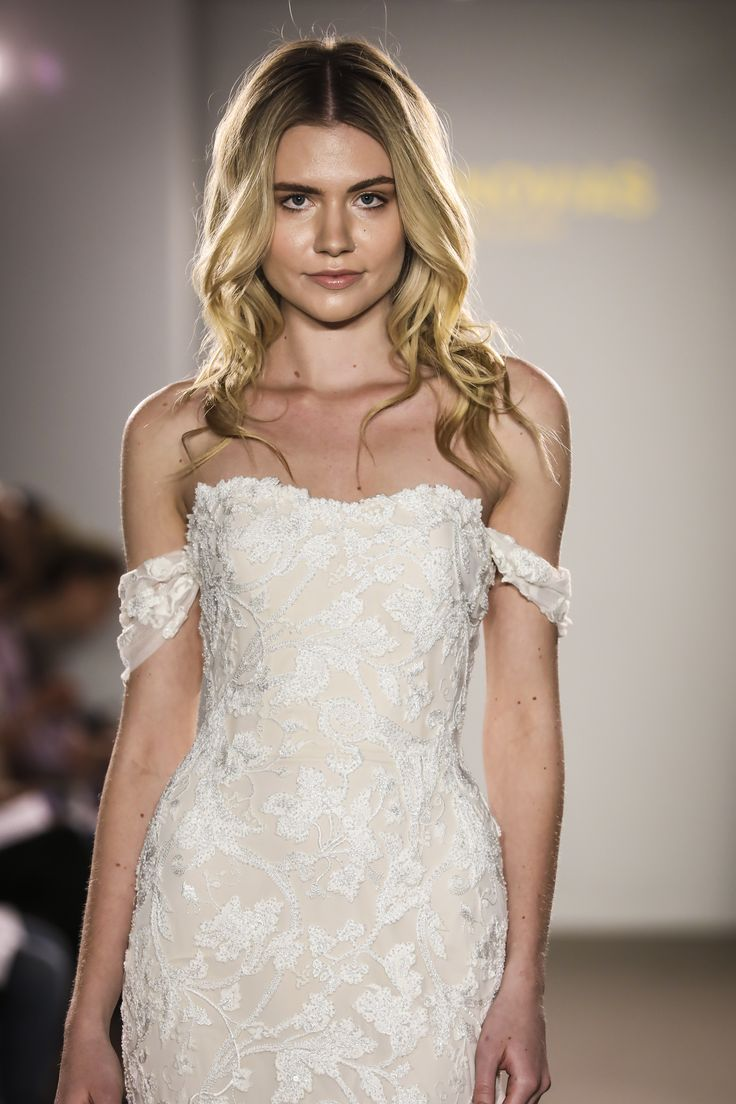 Rani from the Atelier Pronovias 2018 Preview Collection ...