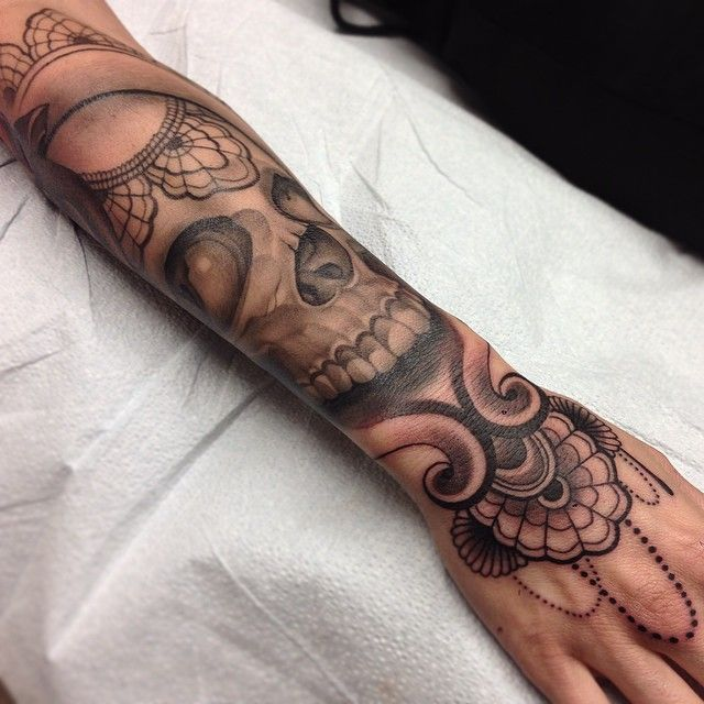 best 25 lace skull tattoo ideas on pinterest half sleeve tattoo skull designs half sleeve. Black Bedroom Furniture Sets. Home Design Ideas
