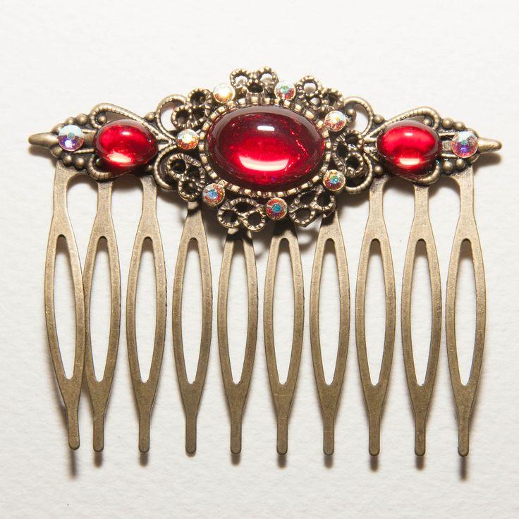 Peigne à cheveux orné de cabochons de verre rouge rubis et de cristaux de Swarovski