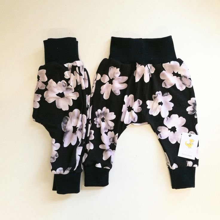 These super cute pants are perfect for the summer! Order you own, custom harempants now! Ships worldwide!