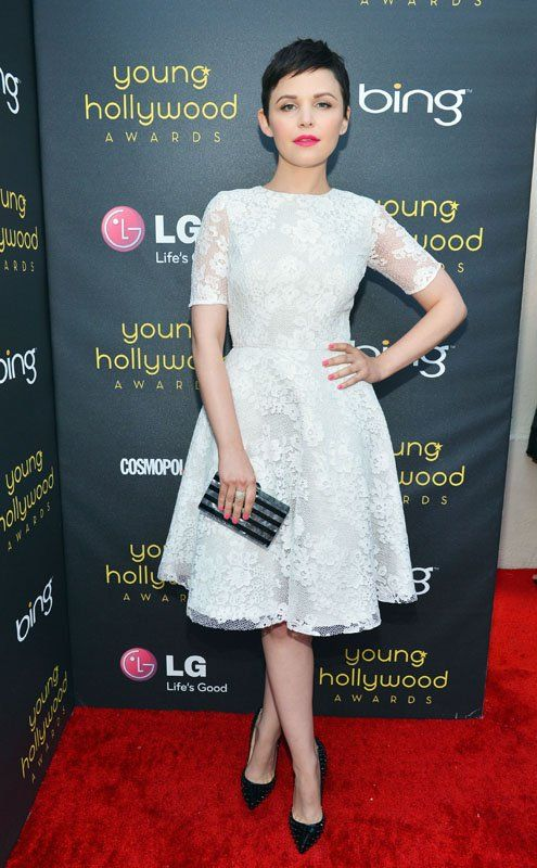 Ginnifer Goodwin in Monique Lhuillier - White with Red Lips.Monique Lhuillier, Young Hollywood, Red Carpets, Ginnifergoodwin, Ginnifer Goodwin, White Lace, Christian Louboutin, Hollywood Awards, Lace Dresses