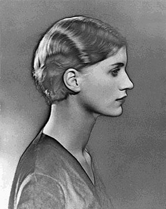 Lee Miller by Man Ray. Solarization invented by Miller.