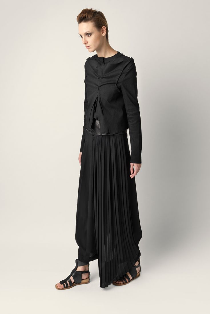 Palazzo pants Malloni in viscose. Wide leg with maxi pleats, pleated sarong side slightly longer than the pants. Side zip closure concealed. Loose fit