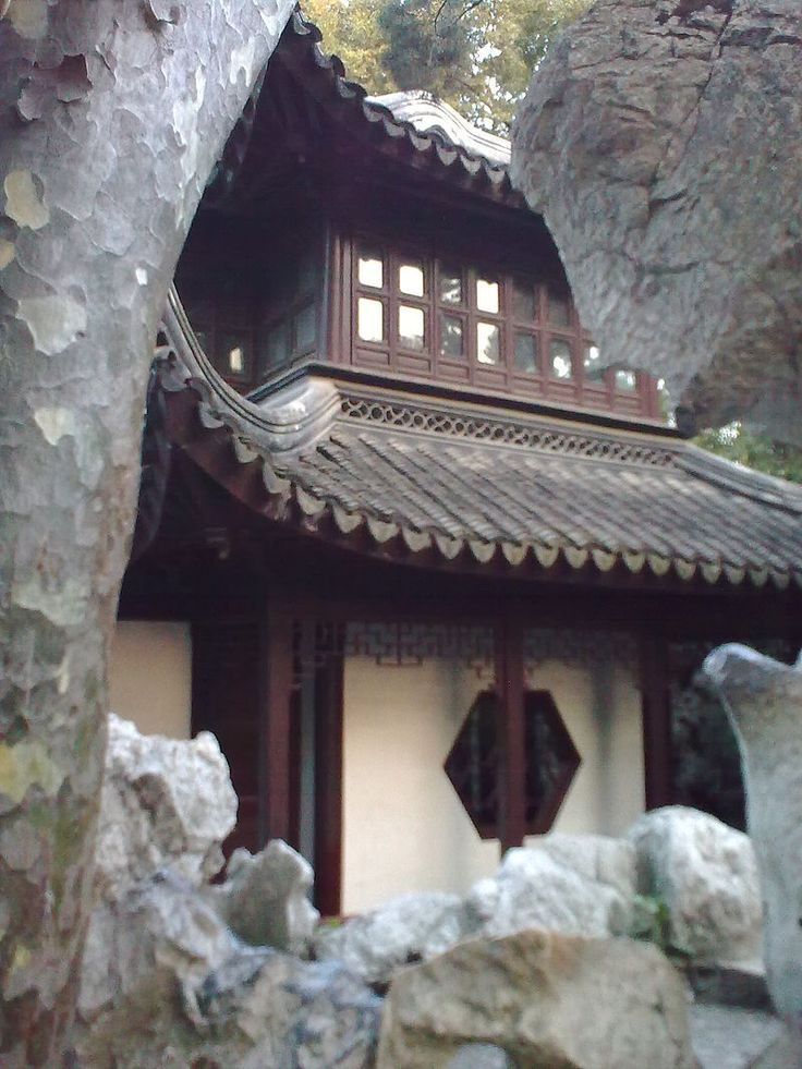 LIONS GROVE GARDEN ( Shī Zǐ Lín Yuán ) Sleeping Clouds Chamber A tower used for meditation by Buddhist monks. Named after a poem by Yuan Haowen (Tang Dynasty), which was selected to describe the cloud like shapes of the rocks surround the tower.