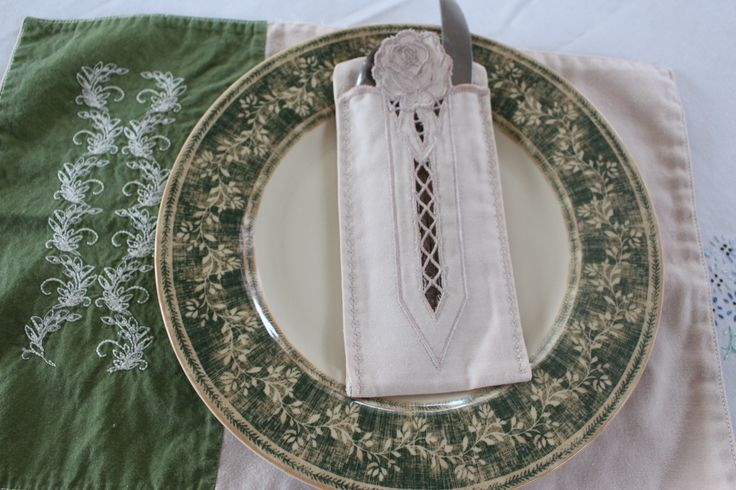 Placemat and silverware holder in cutwork by allthingspretty-happygirl.blogspot.com