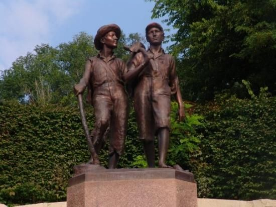 Tom and Huck's Statue - Hannibal, MO