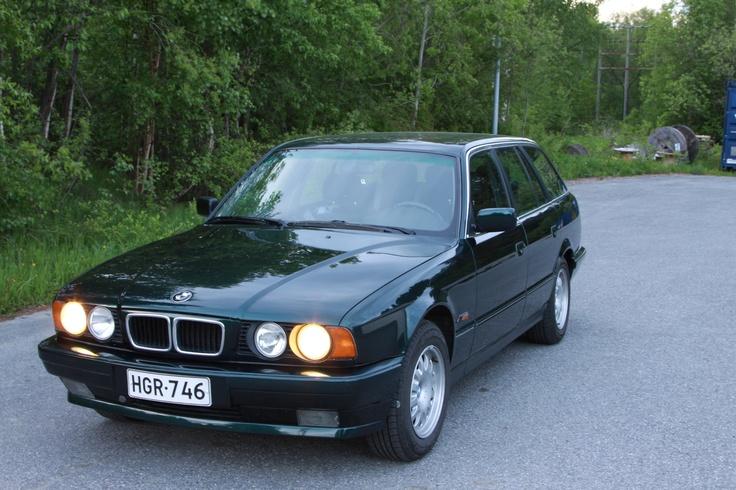 Pavel Lobekon ensimmäinen maalaustyö. Tuloksena hillityn tyylikäs BMW.