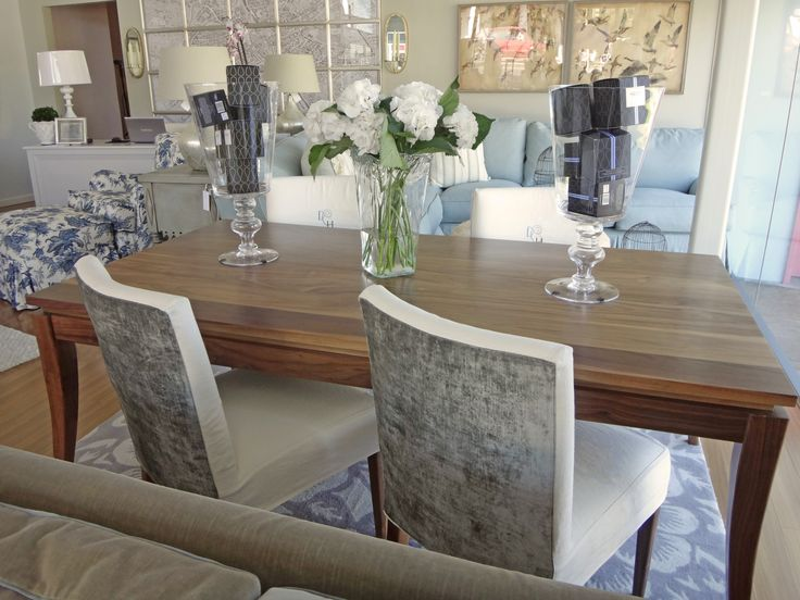 Berlin dining table and chairs