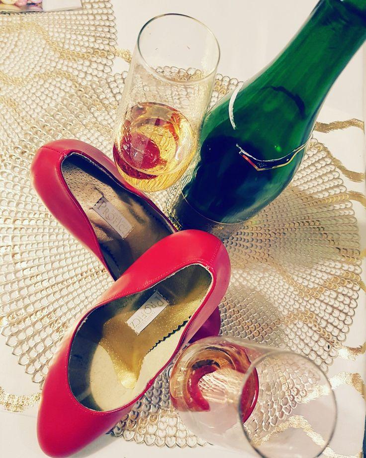 Time for celebration.  Po udanym spotkaniu nalexy sie nagroda. #dance #galaktyka_tanca #proficz #shoes #leather #classy #high #heels #women #love
