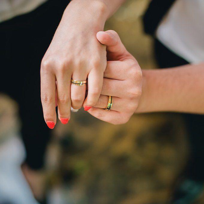 Mâna ta lângă mâna mea, inima ta lângă inima mea, tu, mereu lângă mine, noi, mereu împreună.  Sărbătorește momentele importante din viața ta, prețuiește tot ceea ce viața ți-a dăruit.  #bijuteria #sabion #romania #cluj #bucuresti #logodna #inel #fericire #tusieu #youandi #iloveyou #engagementring #jewels #jeweler #jewelry #jewelry #instalike #instajewelry #live #love #life #luxury #vscocam  Bijuterii cu suflet manufacturate în România.