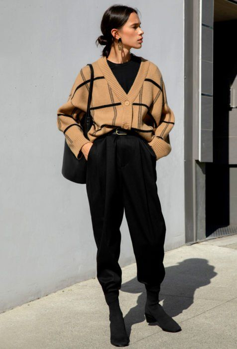 Outfits with baggy pants that will shake the cold Source by . - Outfits with baggy pants that will shake the cold Source by - Vintage Outfits, Retro Outfits, Mode Outfits, Cute Casual Outfits, Hijab Casual, Vintage Wardrobe, School Outfits, Vintage Dresses, Winter Fashion Outfits