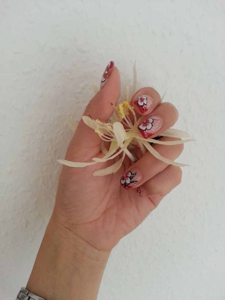 Rotes French mit Motiv / French in red with nail art