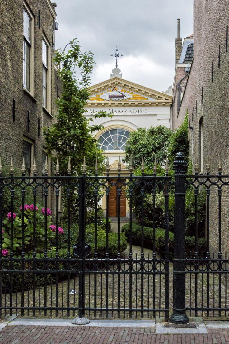 https://flic.kr/p/o4dqwf | Oud Katholieke kerk Maria Maior, Dordrecht | Voorstraat Oost, Dordrecht  Historic Catholic church.