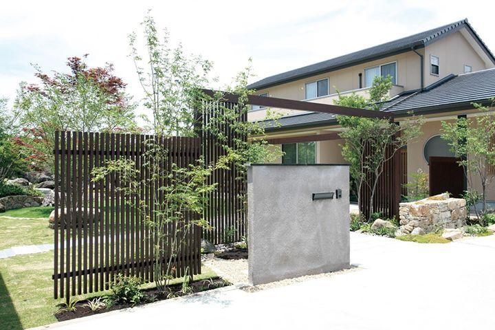 門柱を工夫するだけで家の雰囲気は変わる 参考にしたくなる5つの門柱アイデア   ガーデンストーリー