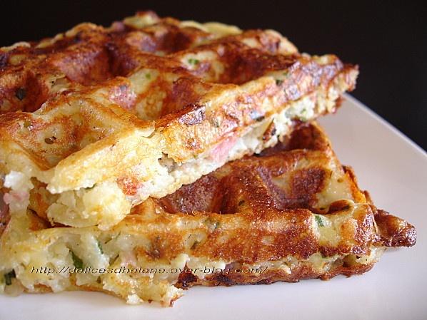 Gaufres pommes de terre-bacon-comté 500g pomterre 150g crème fraîche épaisse 2 œufs 50g farine 40g beurre 100g comté râpé 100g bacon 1 cuil. à soupe ciboulette sel, poivre noix de muscade