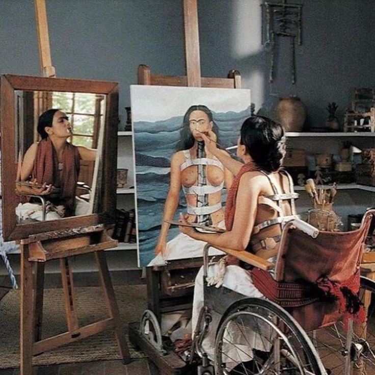 "Salma Hayek as Frida Kahlo painting ""Self-Portrait with a broken column"""