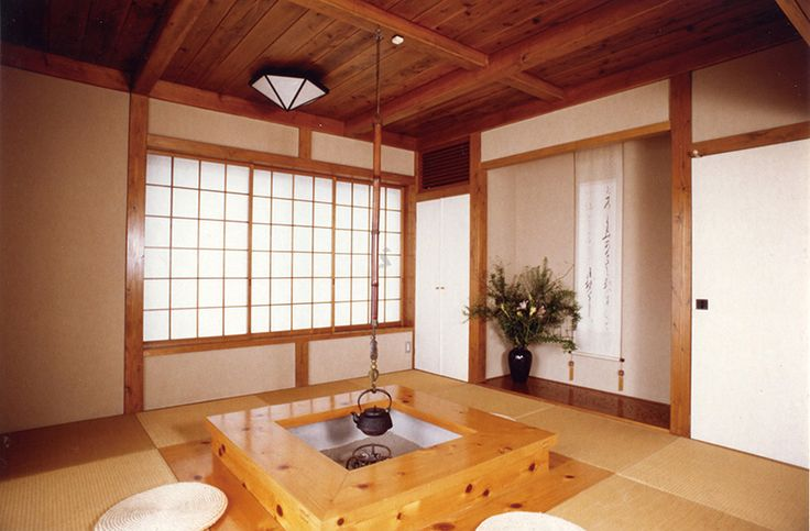 本格的な囲炉裏を民芸調の和室に設えた趣味の家。|自然素材|ナチュラル|和モダン|テーブル|