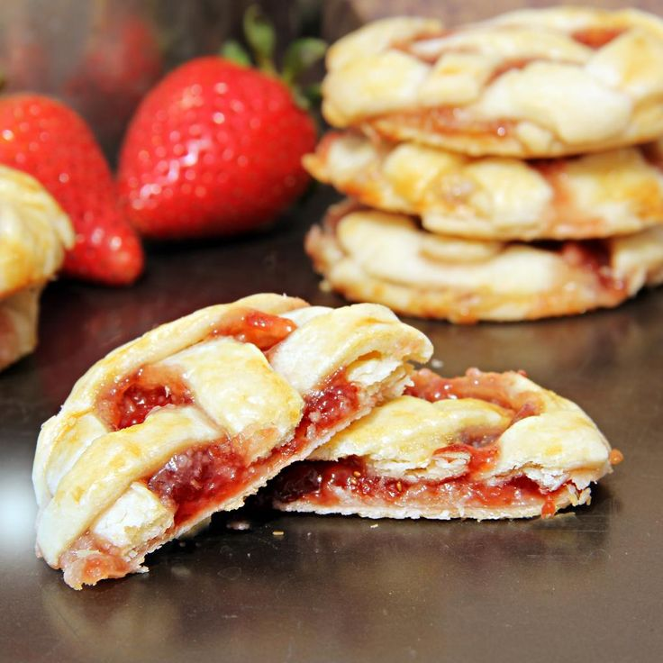 Strawberries & Cream Pie Cookies ~ Start with pie crust, add a layer of cream cheese, and top it off with strawberry preserves!