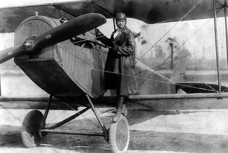 Bessie Coleman, the world's first African-American Aviatrix standing on her plane. (1923) https://t.co/VwtLVQywzo