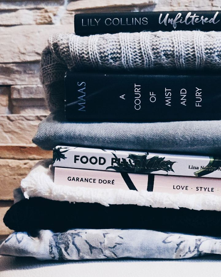"""2,374 aprecieri, 12 comentarii - Culture Trip Books (@culturetripbooks) pe Instagram: """"This stack has everything you need for life . sweaters and books  