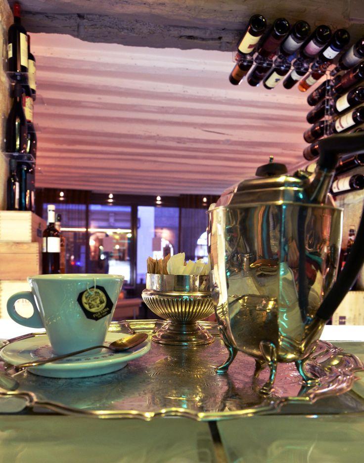 Cup of tea in the Art Kfé - Paris