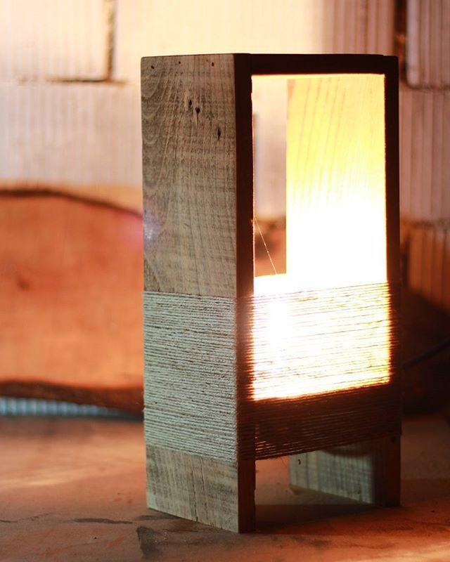 Ahşap İç mekan aydınlatma çalışmasi #wooden #wood #ahşap #ahsapservis #ahşapservis #board #steakboard #design #handmade #oak #meat #servingtray #tray #bag #leatherbag #deriçanta #deri #dericanta #elyapimi #aydınlatma