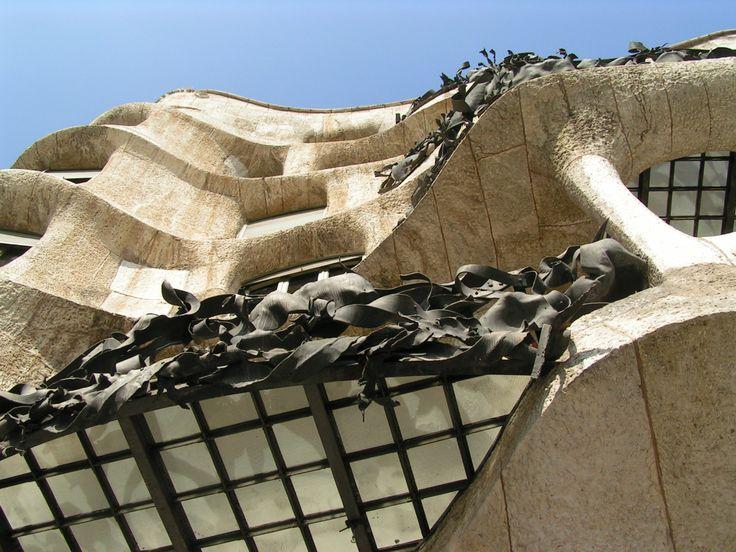 Sinds 1986 is La Pedrera eigendom van de bank Caixa Catalunya (de huidige Catalunya Caixa), die voor aankoop en restauratie zo´n 7 miljard pesetas neertelde.