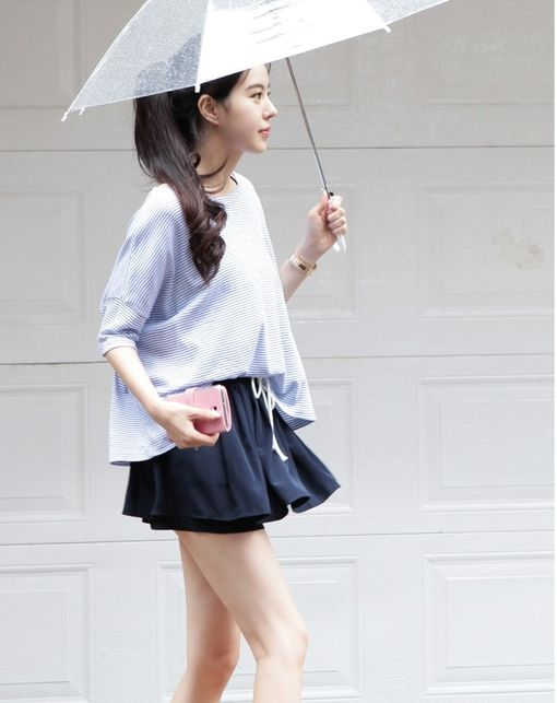 I really like this look it is easy going but still pretty especially the skirt and the umbrella