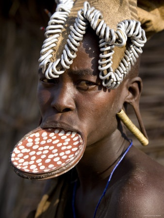 gavin hellier-mursi woman with clay lip plate mago national park lower omo valley-ethiopia