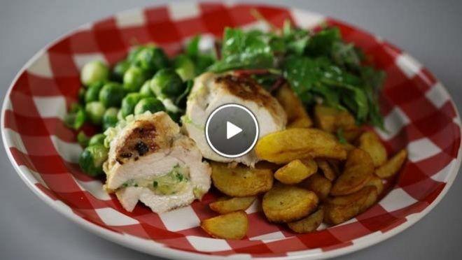 Gevulde kipfilet met opgebakken aardappeltjes - recept | 24Kitchen