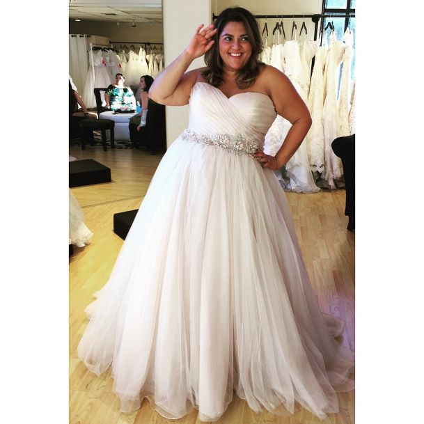 bridal blogger wedding dress shopping for plus size brides wedding