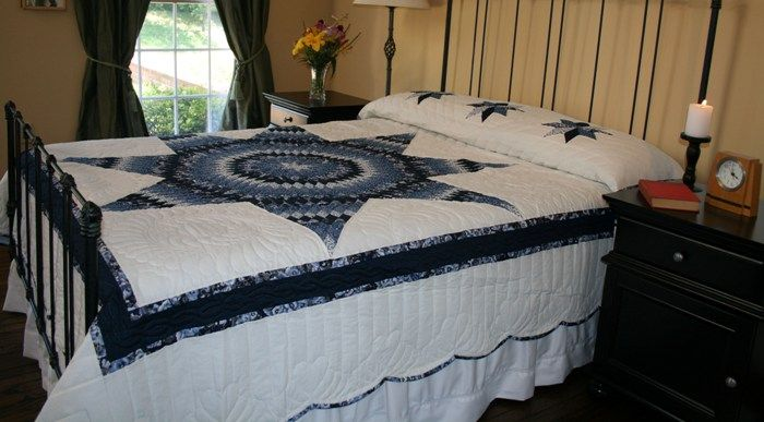 Amish Quilt Shop: Range of genuine Amish quilts for sale for beds, wall hangings and throws.