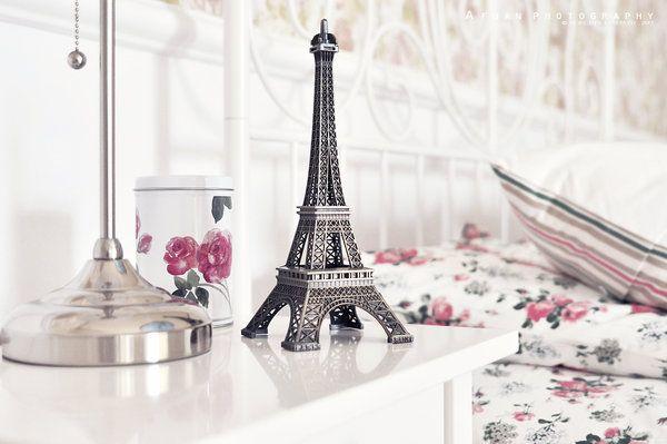Parigi. Dove sogno e realtà si confondono. http://goo.gl/4OrfKB