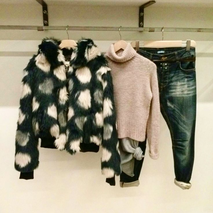 Bomberino ecopelliccia Maglia lana collo alto Jeans Amsterdam  #laltrastoria
