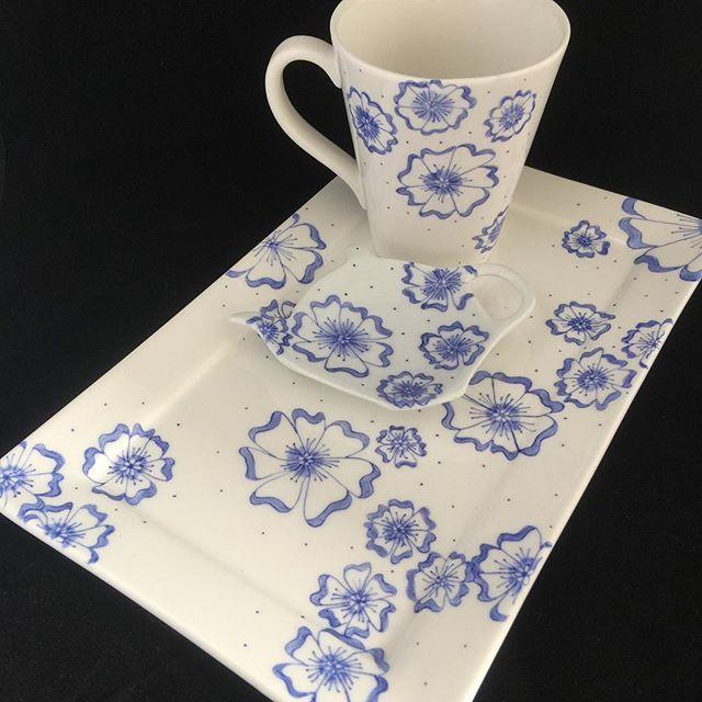 …… dan heb je een heel@leuk en mooi setje om cadeau te geven of zelf@te gebruiken! 🤗#servies#handbeschilderd#cadeau#porselein#blauw#bloemen#set#handmade#origineel#opjebordje.nl