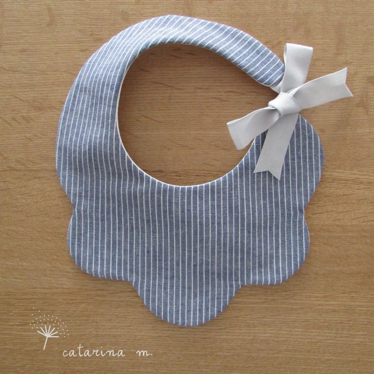 BABY BIB PATTERN * Model n.1 * Catarina M. (English-Centimeter+Inches) pdf by catarinamcrafts on Etsy https://www.etsy.com/listing/278195214/baby-bib-pattern-model-n1-catarina-m