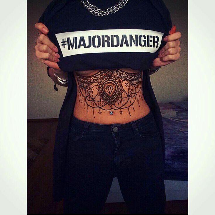 Henna tattoo !! By me ! #henna #art #tattoo #tshirt #black #hennatattoo #underboob #design #MajorDanger #dance #mehndi #hennaart #ciuliahennaart #style #body #ads