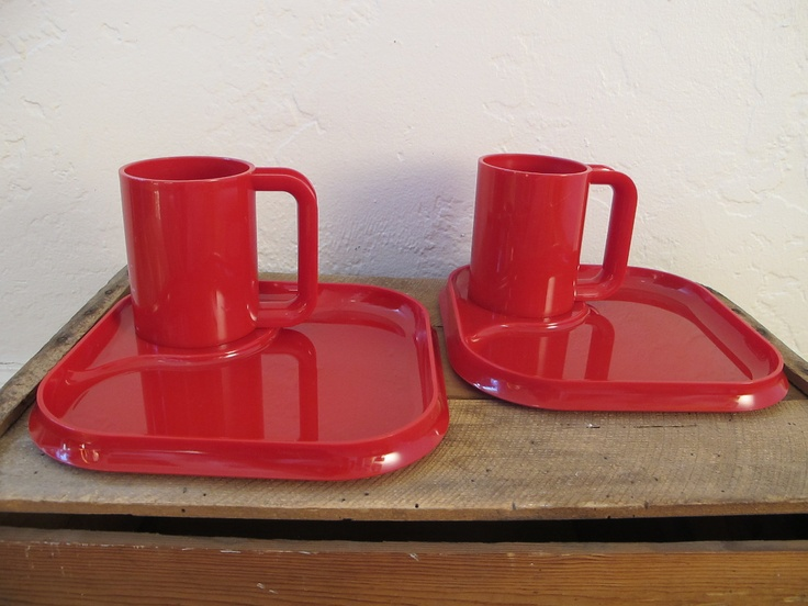 Retro Fire Engine Red Plastic Plates And Cups Vintage Camping Dish Set With Tray Mugs