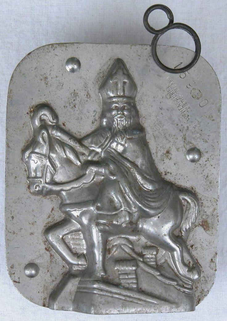 Chocoladevorm Sint op paard, op het dak