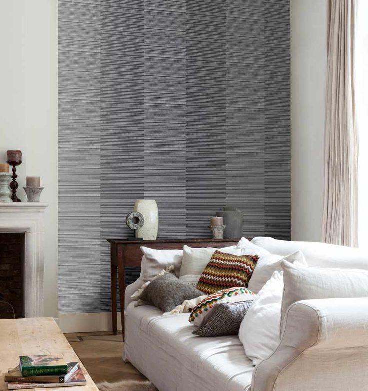 Fräck tapet med geometriskt mönster från kollektionen Kvadrat 17022. Klicka för att se fler inspirerande tapeter för ditt hem!