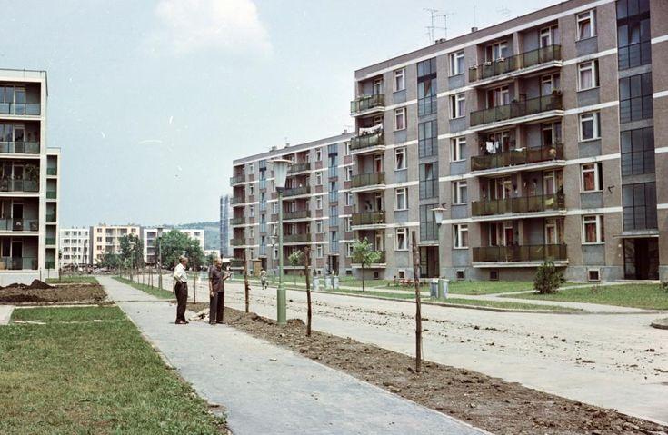 Kilián-dél, Gagarin utca a Benedek Elek utca felől nézve. 1965