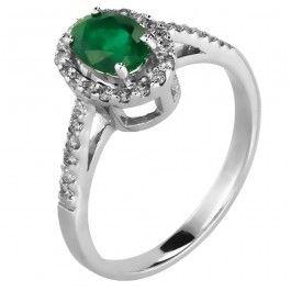 Bijuteria teilor: Inel cu smarald și diamante
