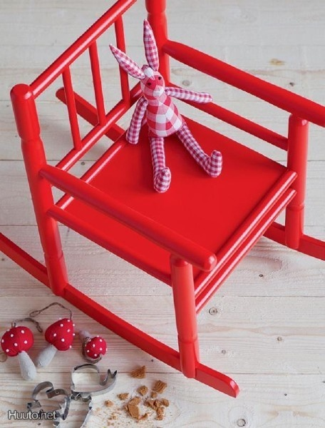 Punainen lasten keinutuoli / Red rocking chair for kids