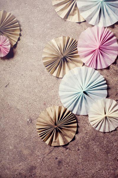 DIY Party Ideas For SummertimeWall Decor, Colors Palettes, Parties Favors, Parties Ideas, Susanna Vento, Easy Diy Parties Decor, Paper Rosette, Summer Time, Paper Decorations