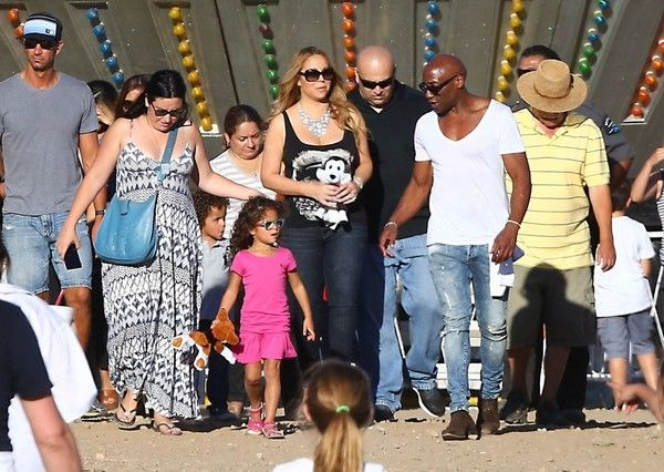 Mariah Carey Photos Photos - Singer Mariah Carey, her kids Monroe, Moroccan and friends enjoy an afternoon at the fair in Malibu, California on September 7, 2015. Mariah was in New York City earlier this morning where she took her twins Monroe and Moroccan to the Bronx Zoo. Mariah's boyfriend James Packer was not with her at the fair. - Mariah Carey Enjoys a Day at the Fair in Malibu