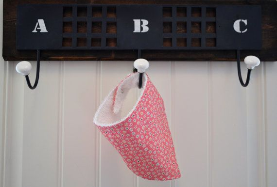 Check out this item in my Etsy shop https://www.etsy.com/listing/467919614/classic-bandana-bib-flower-linen