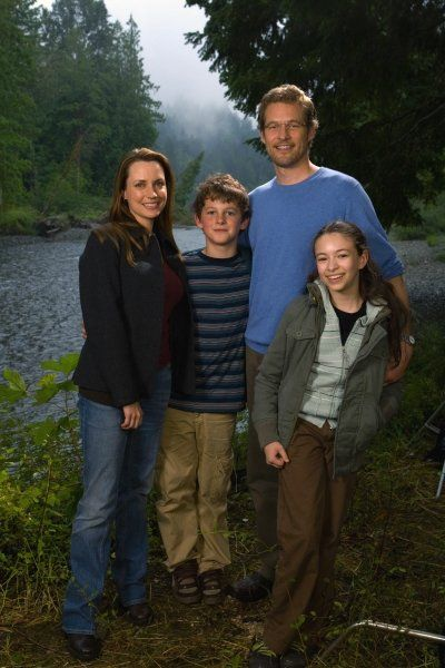 Still of Jodelle Ferland, James Tupper, Julie Ann Emery and Ridge Canipe in Pictures of Hollis Woods (2007)