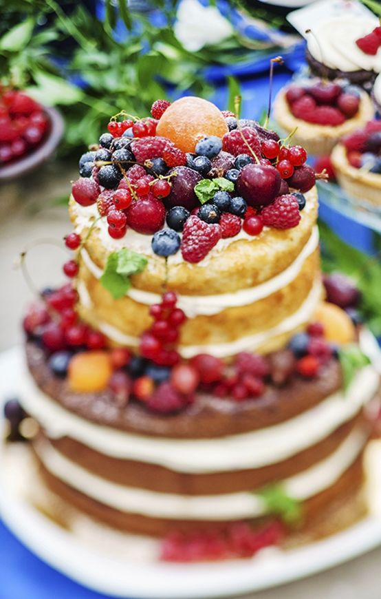Get naked! Naked Cakes are the latest when it comes to food and baking trends and what else would you use if not a our #iQ700 oven? // Naked Cakes erobern unsere Herzen und Gaumen im Nu! Perfekt werden die süßen Meisterwerke im #iQ700 Siemens Backofen. #baking #nakedcake #Kuchen #enjoysiemens